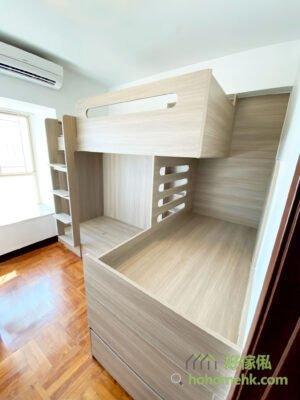 三人床的好處就是三張床都是獨立存在,不用收合或展開,就可以直接睡覺,更加方便好用