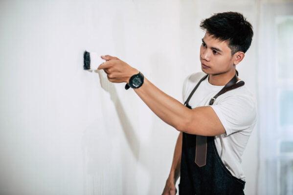 油漆師傅平均擁有超過10年經驗,剷底、批灰、油油的手工都非常好